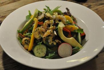 Le Pain Quotidien'den Baharatlı Çıtır Levrek ve Karides Salatası